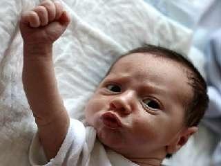 面白画像】赤ちゃんのガッツポーズ【爆笑】 【爆笑・衝撃】超
